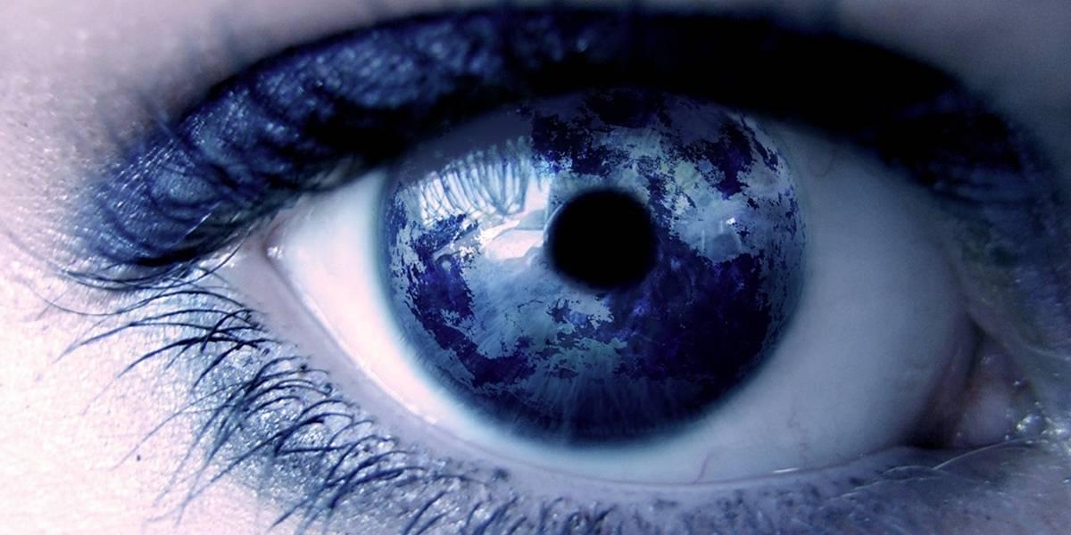 Médicos del Reino Unido realizan el primer implante biónico en un ojo para tratar la degeneración macular