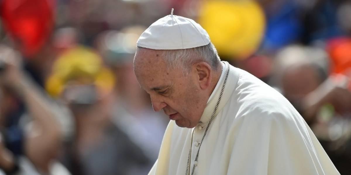 Papa Francisco se disculpa con víctimas de Karadima tras polémicos dichos sobre obispo Barros: eso sí, insistió que es inocente