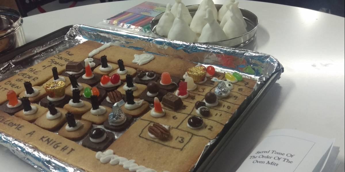 The Order of the Oven Mitt es un juego de mesa que te puedes comer