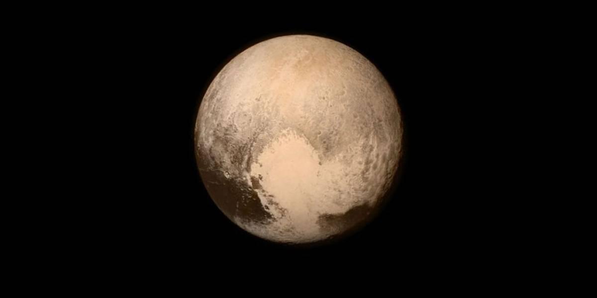 Planeta enano Plutón tendría océano bajo superficie