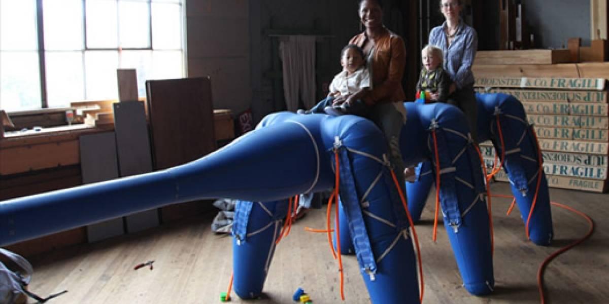 Ant-Roach, un robot inflable con forma de elefante-cucaracha-oso hormiguero