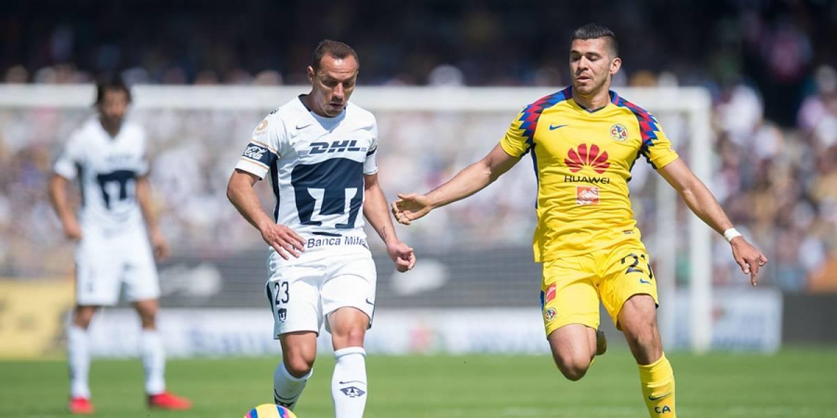 Marcelo Díaz se equivocó de camiseta y salió con la de Formica