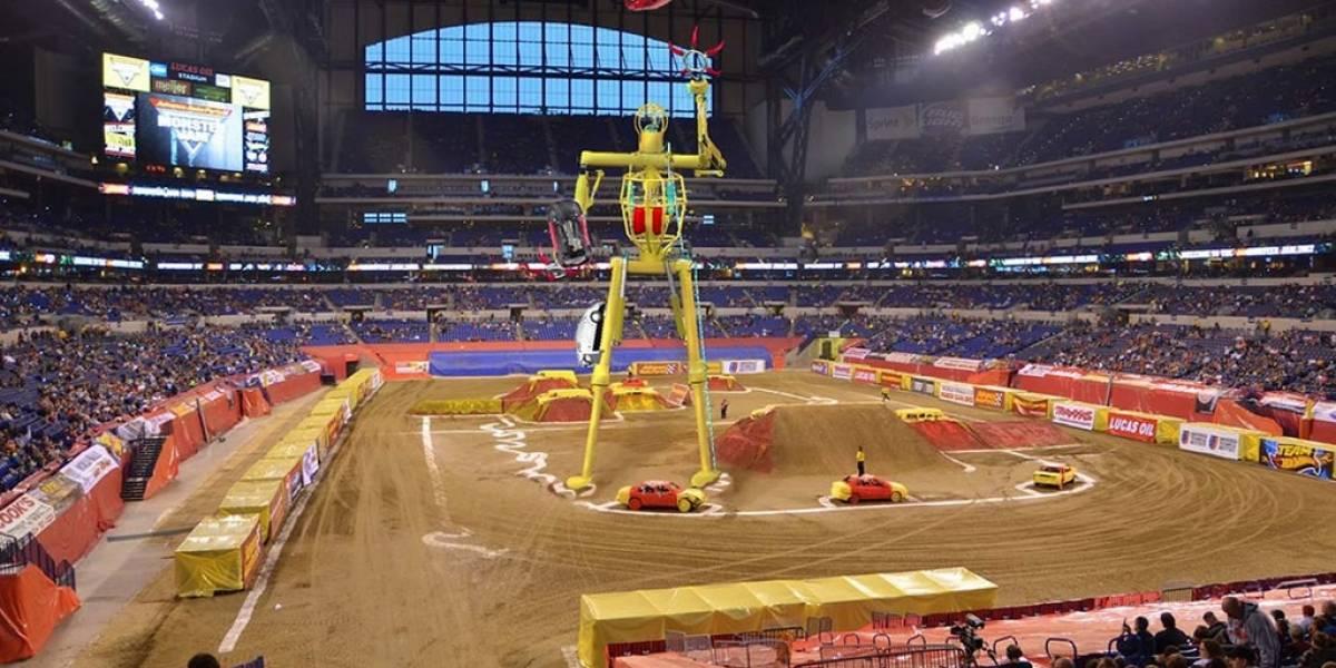 Diseñan robot gigante que pretende hacer malabares con automóviles