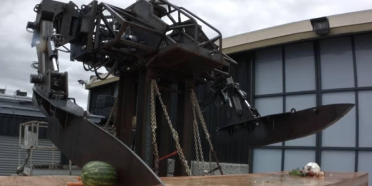 MegaBots construye robot de 2 metros de altura para cortar vegetales
