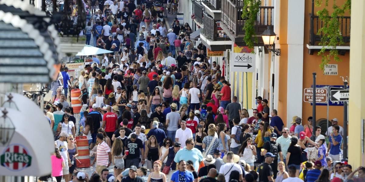 Inspeccionan negocios y vehículos de transportación colectiva previo al inicio de las Fiestas de la Calle San Sebastián