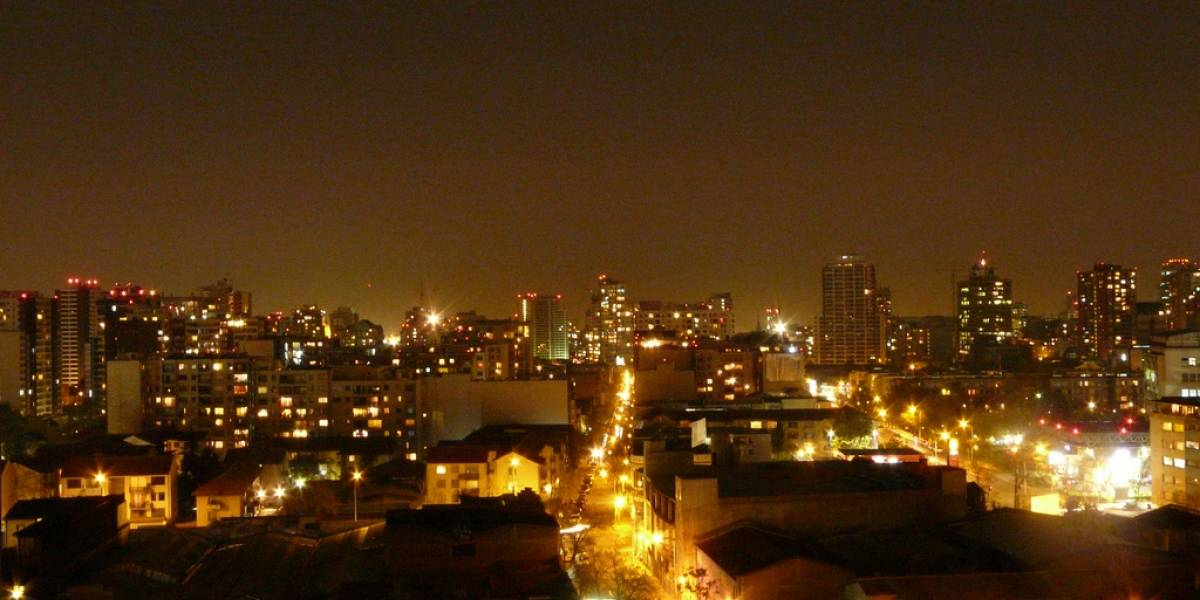 Lanzan proyecto para potenciar iluminación sustentable en sectores vulnerables de Santiago de Chile