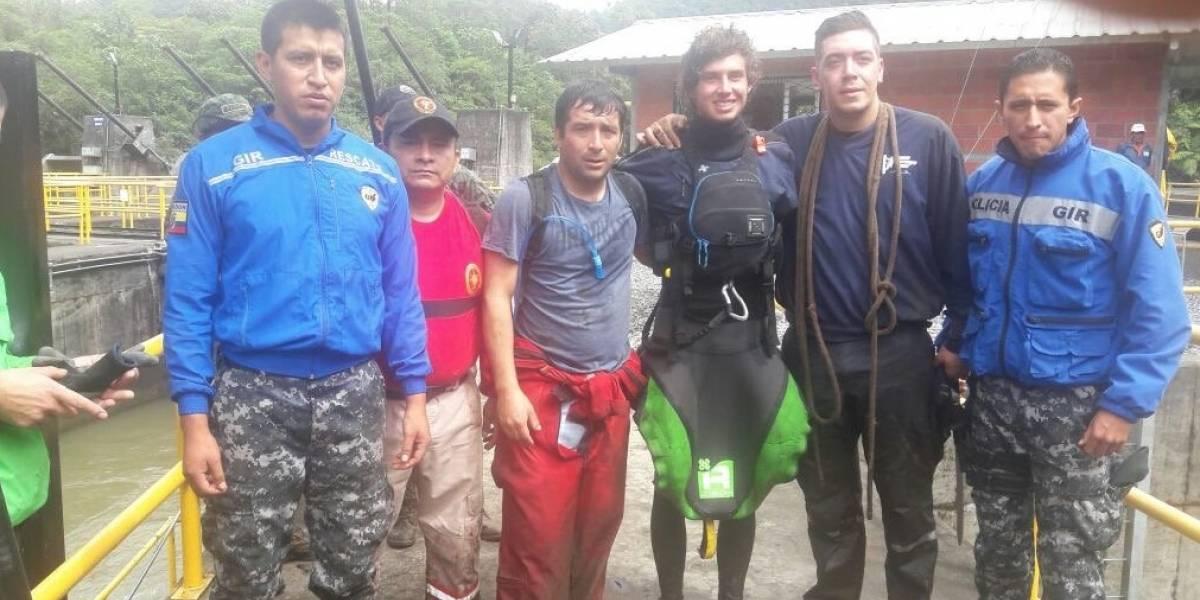 Hallan con vida a ecuatoriano desaparecido tras accidente de kayak