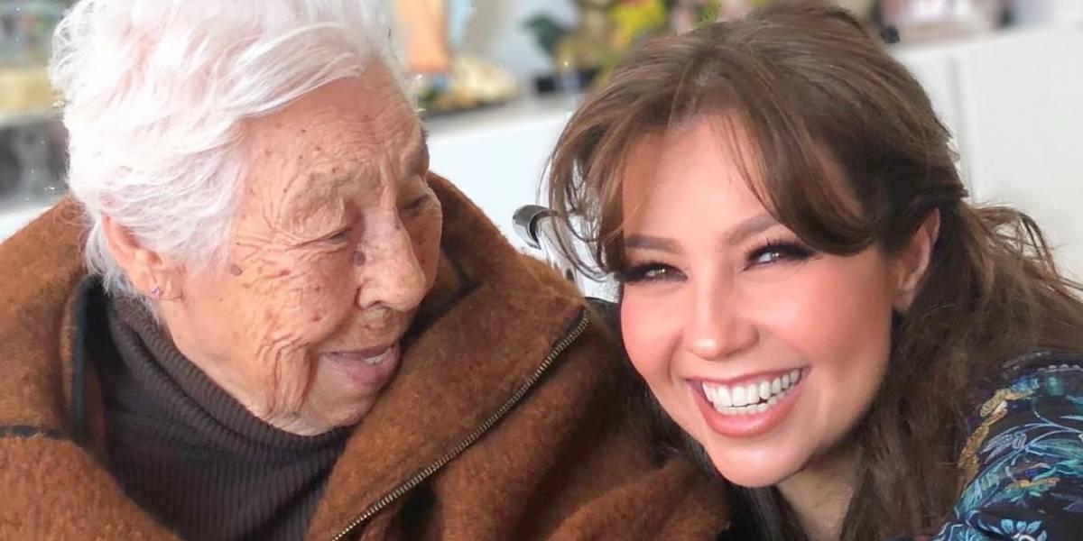 Thalía es acusada de tener en el abandono a su abuela