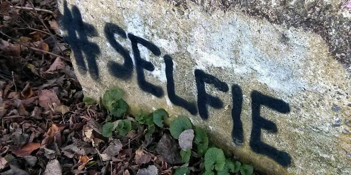 Joven es acusado de homicidio por tomarse selfie con un cadáver