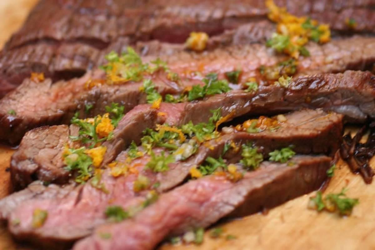 Este video muestra la ciencia para cortar un buen trozo de carne