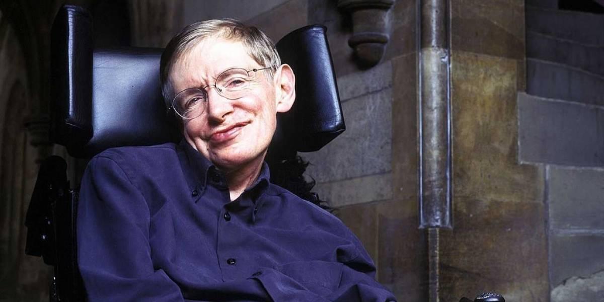 Holograma 3D de Stephen Hawking se presenta en convención de cómics