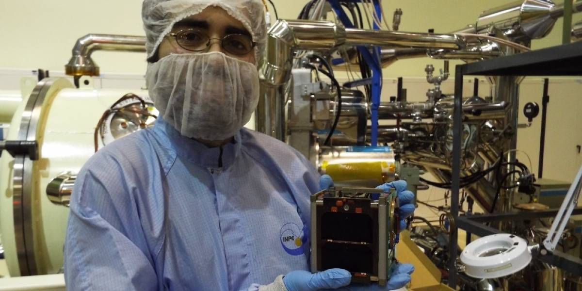 Primer satélite construido en Chile será lanzado al espacio este jueves