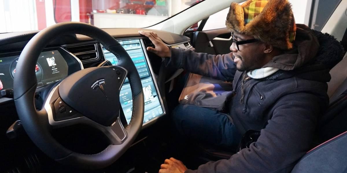 Tesla contrata al creador de Swift para su programa de piloto automático