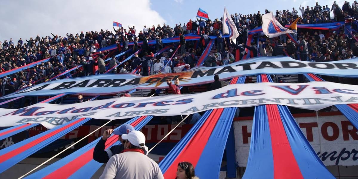 Club argentino de fútbol insertará chips en hinchas para controlar ingreso al estadio