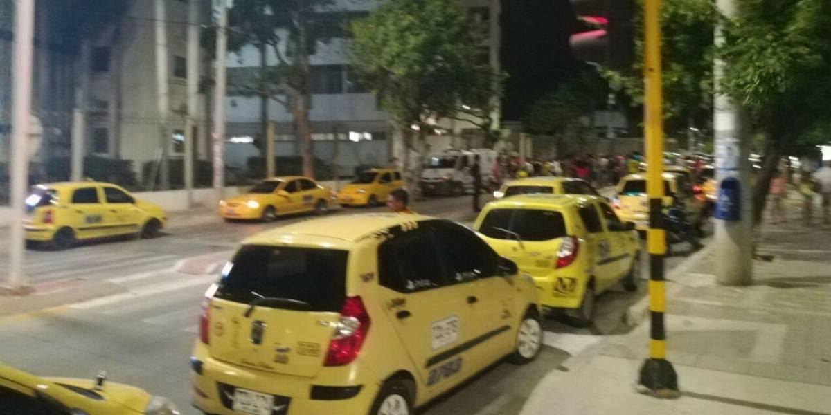 Turba de taxistas obligó a que atendieran a conductor herido en una clínica