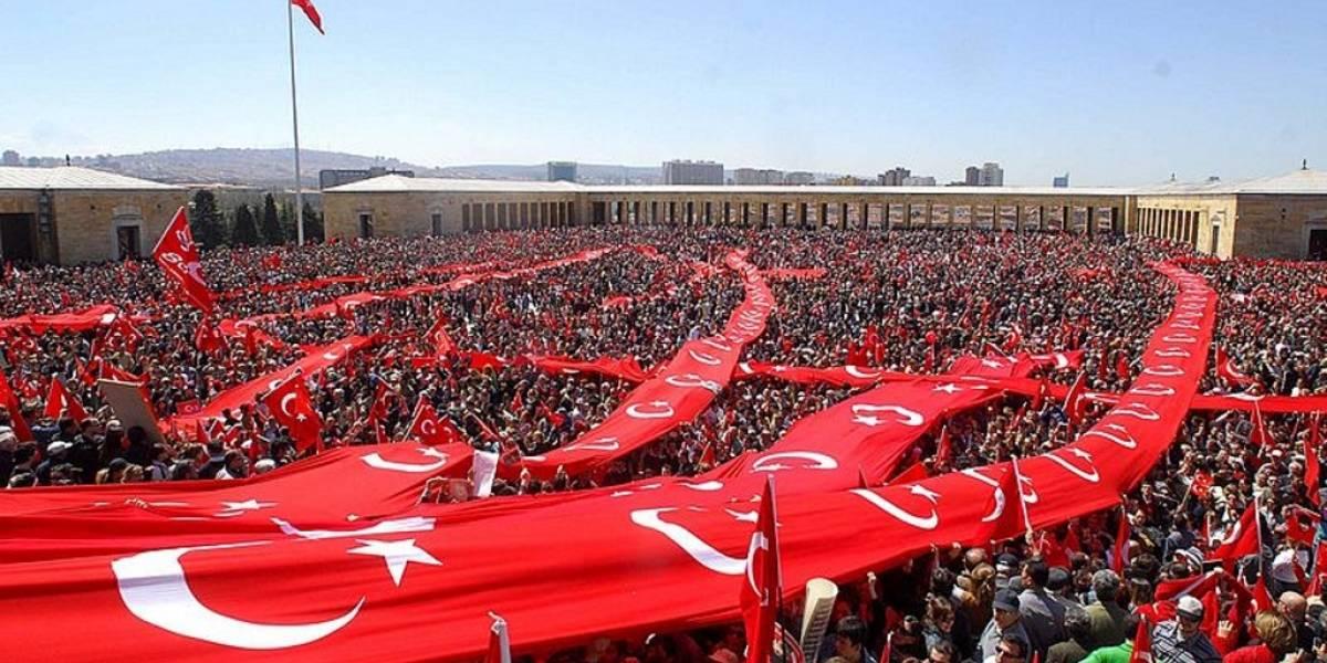 Turquía bloquea Facebook y Twitter para impedir circulación de fotos de atentado