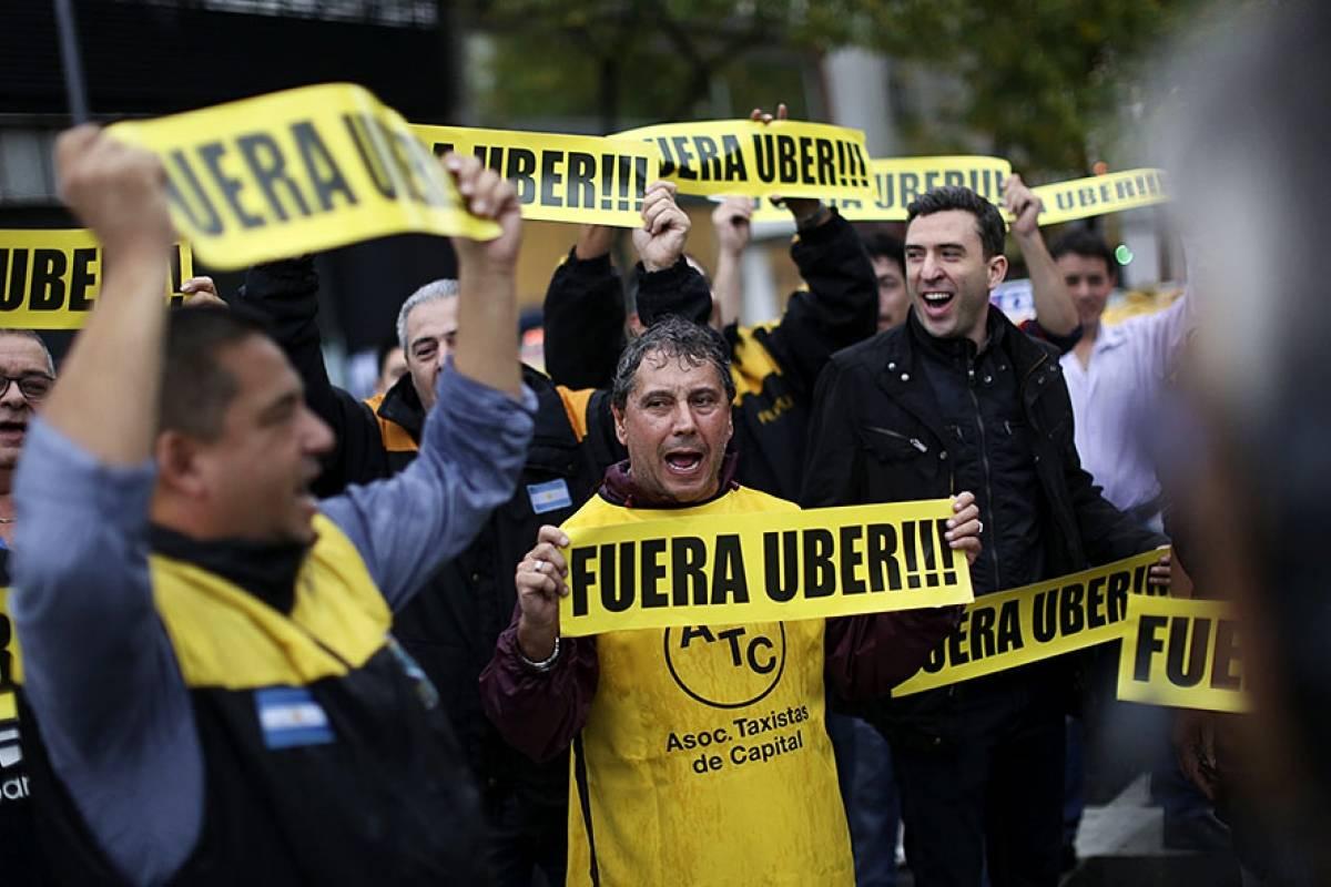 Determinan que no es ilegal conducir vehículos Uber en Argentina