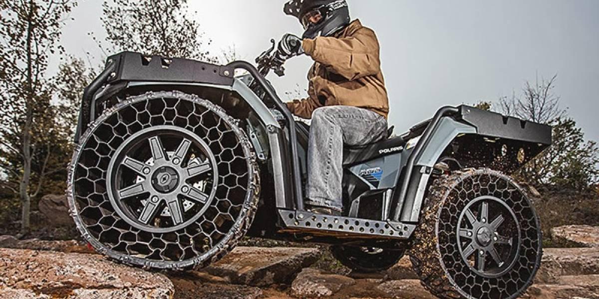 Ya está disponible comercialmente el primer vehículo con ruedas sin aire