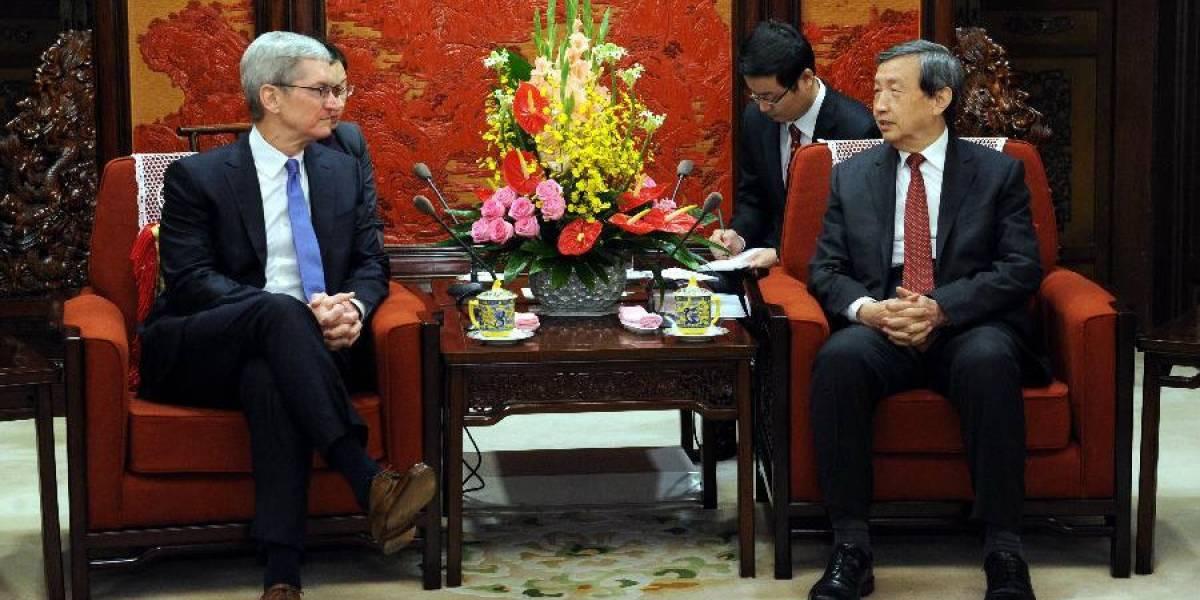 Tim Cook fue a 'intercambiar opiniones' sobre seguridad con autoridades chinas