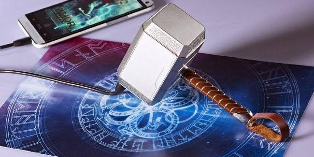 Una batería externa con forma de Mjolnir para los fanáticos de Thor