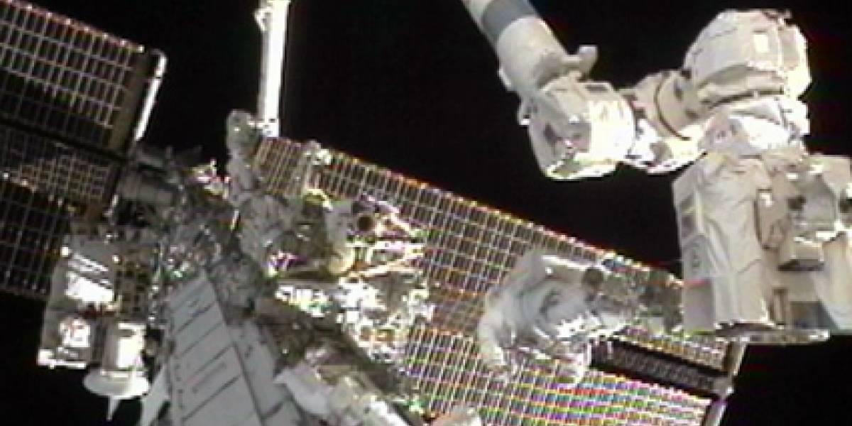 Astronautas logran retirar bomba defectuosa de la ISS