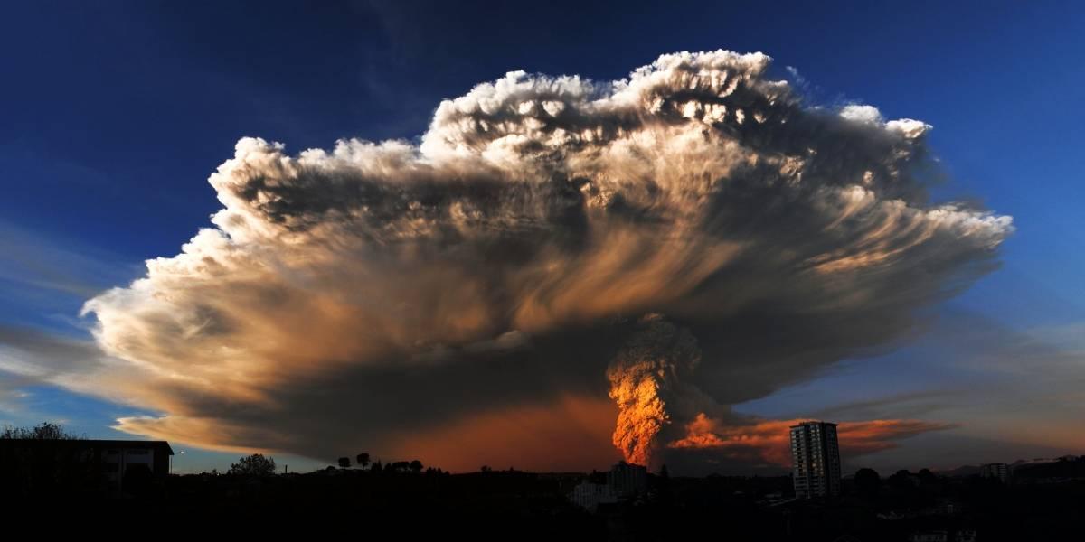 Excursionista graba el momento exacto que explota el volcán Calbuco