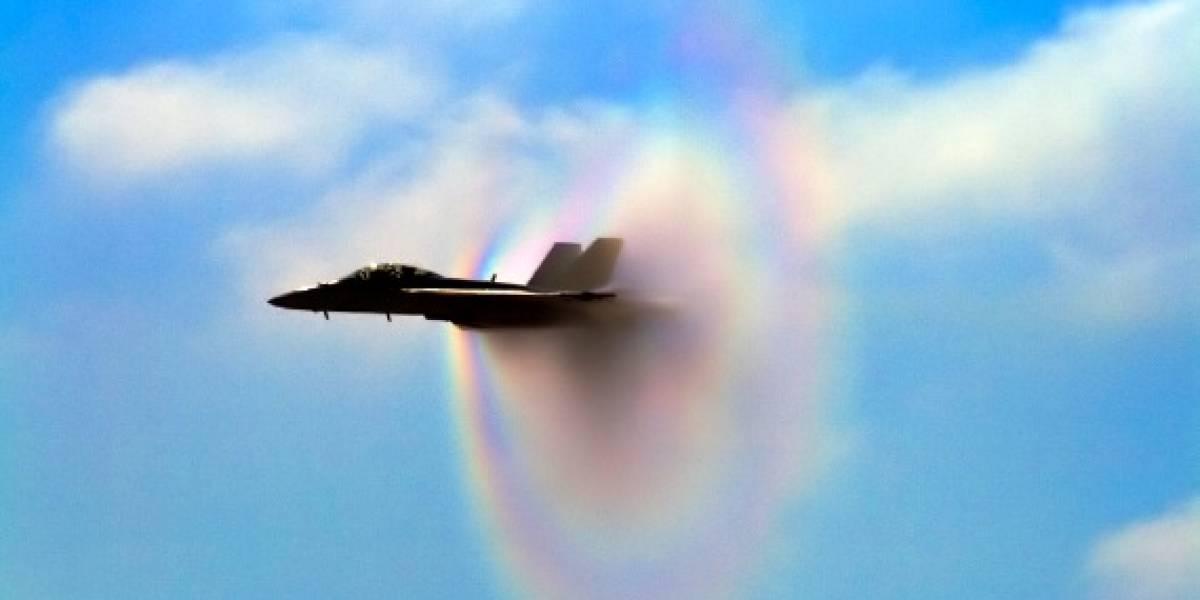 Imperdible: Avión forma nube Prandtl-Glauert a color