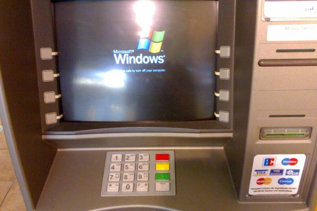 Revelan que aún es sencillo robar cajeros automáticos con pendrives USB