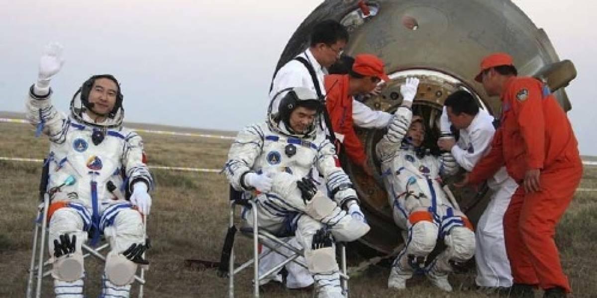 Astronautas chinos llegaron sanos y salvos a tierra
