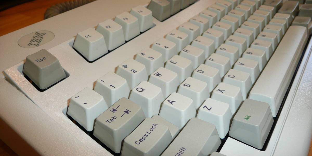 Mecanógrafos expertos no saben la ubicación de las letras en un teclado