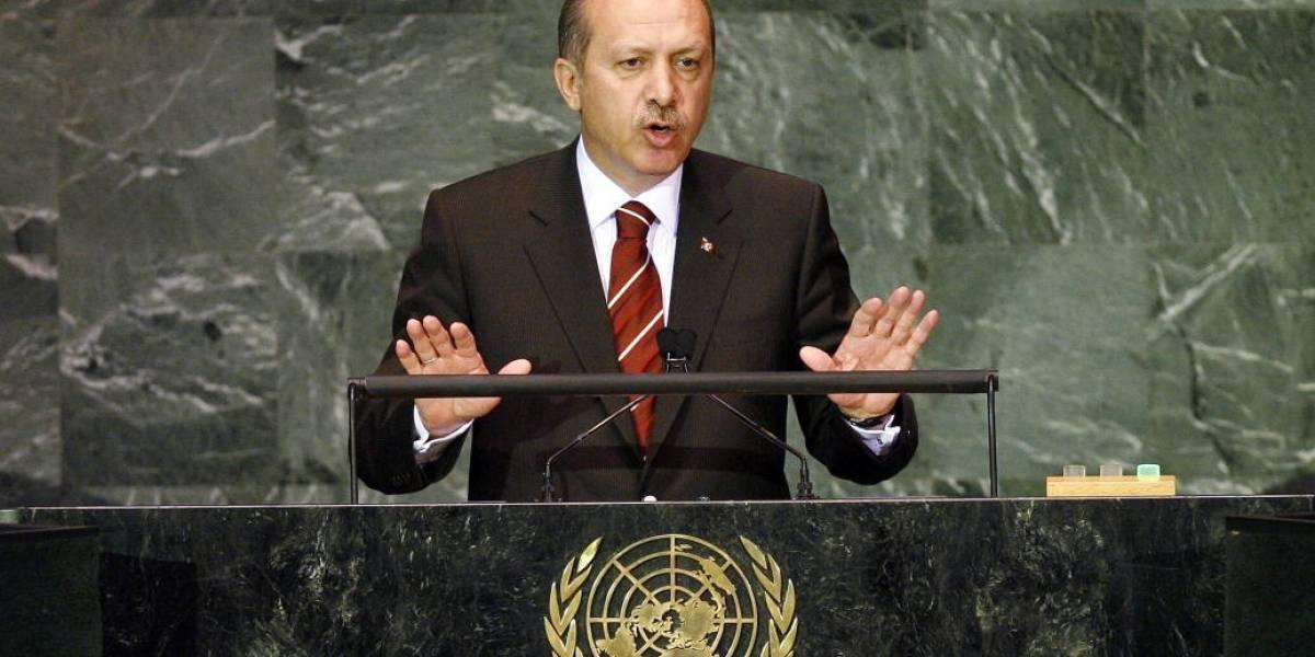 Primer Ministro turco afirma que podría prohibir Facebook y YouTube en ese país