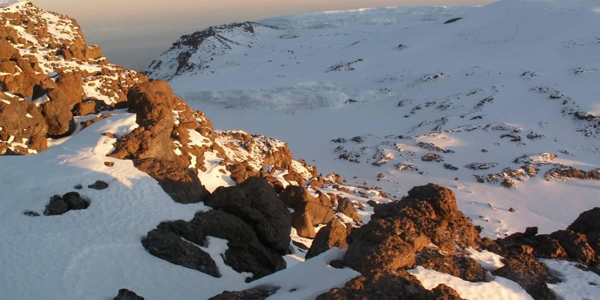 Hallan volcán activo debajo del hielo de la Antártida