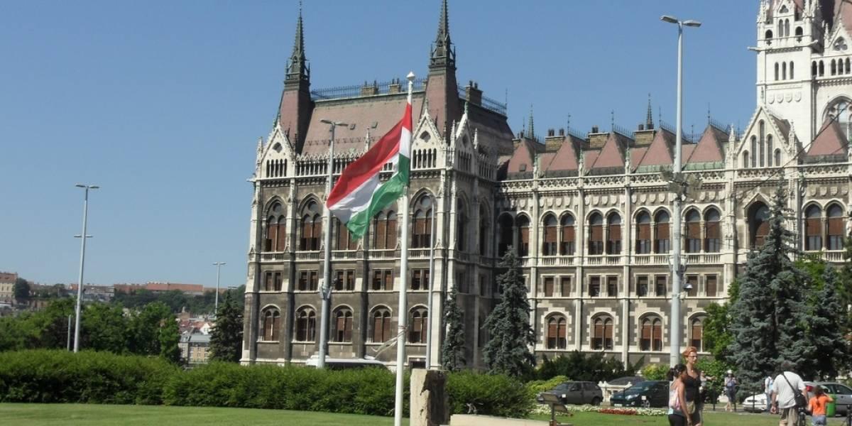 Hungría busca implementar polémico impuesto al tráfico de Internet