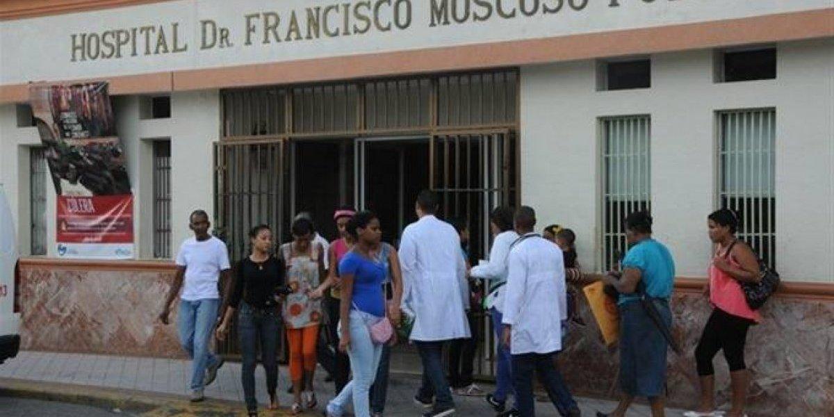 Personal del Hospital Moscoso Puello paraliza labores y denuncia precariedad