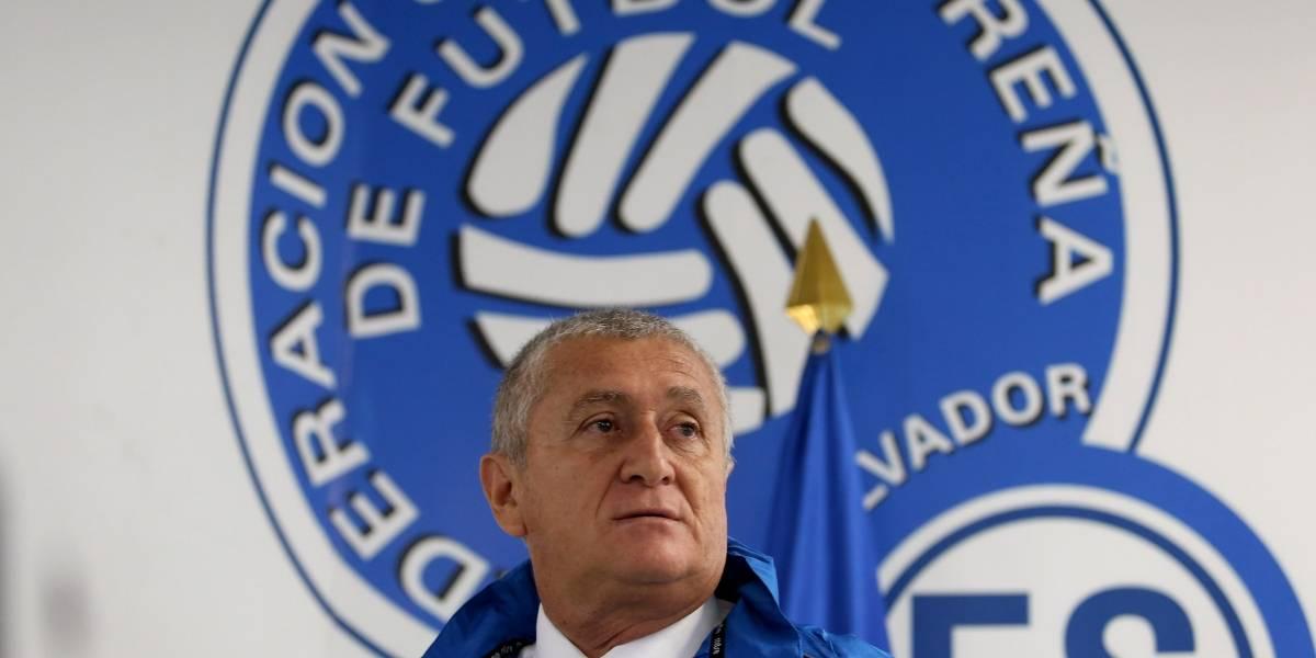 Eduardo Lara fue despedido de El Salvador por falta de dinero