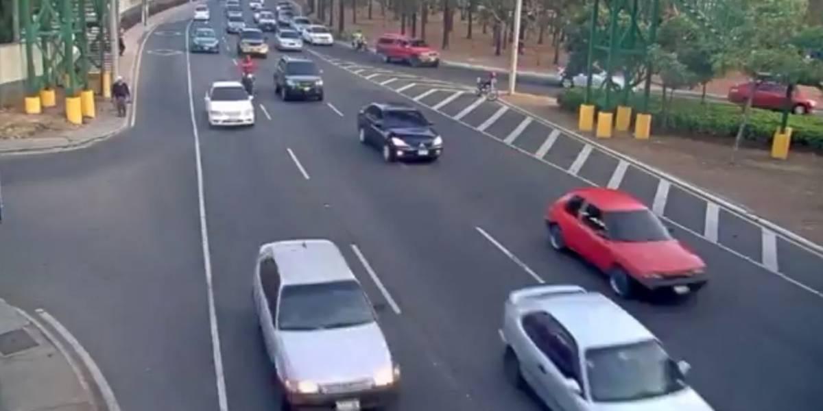 VIDEO. Imprudencia de conductor causa fuerte colisión en bulevar Vista Hermosa