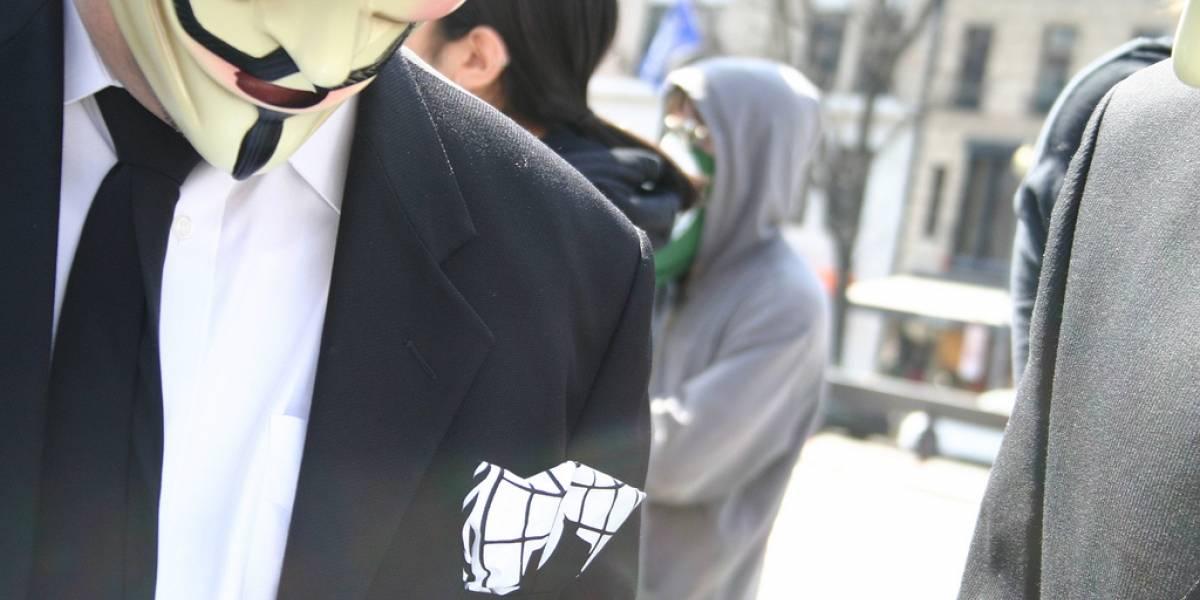 Ingeniero de Twitter y hombre de 65 años están entre 13 detenidos por ser parte de Anonymous