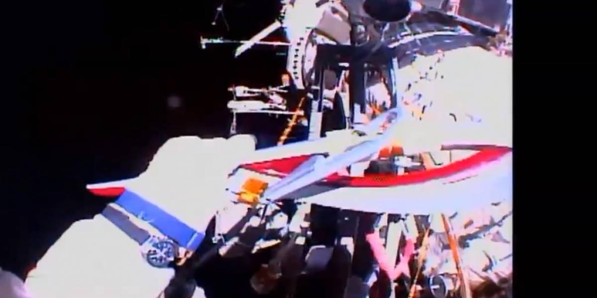 Astronautas rusos llevan la antorcha olímpica al espacio