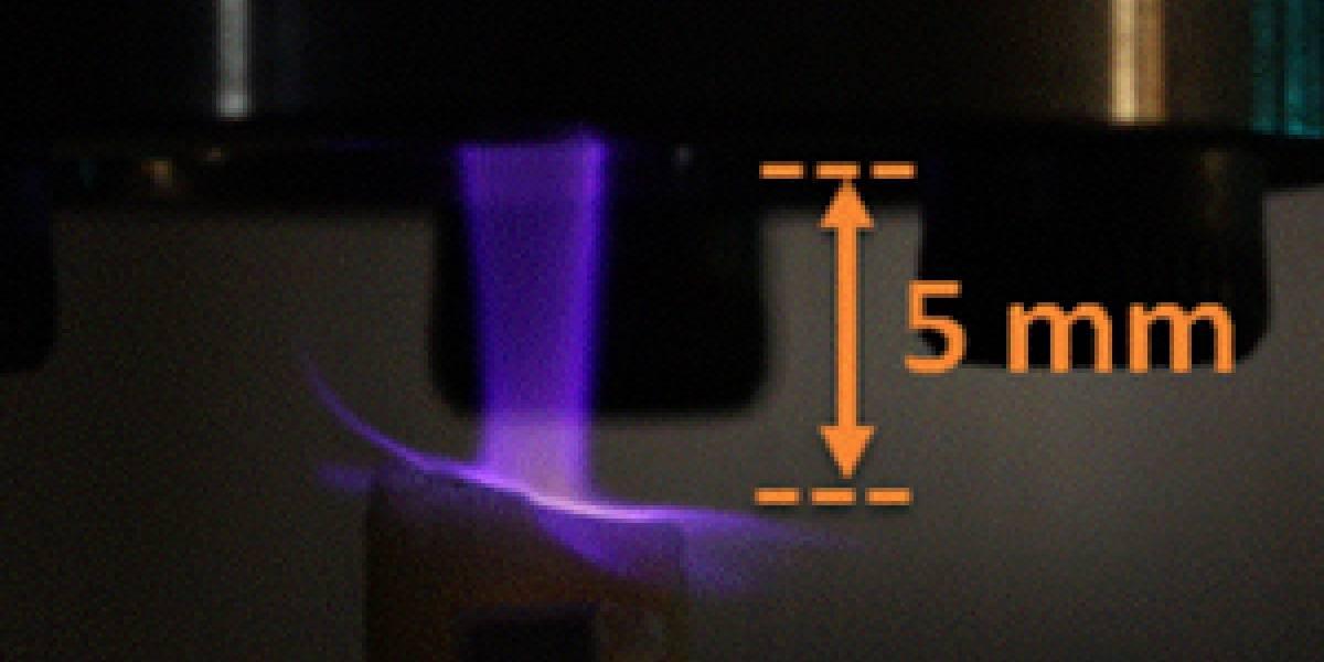 Crean antorcha de plasma para combatir la placa bacteriana