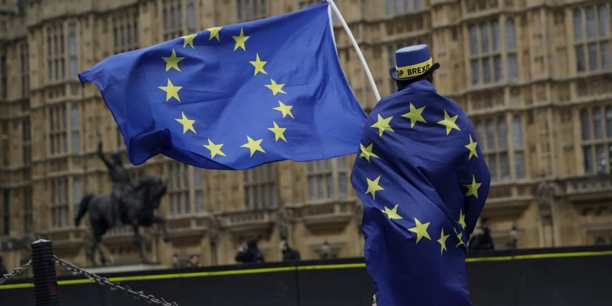UE retira a Panamá y otros siete países de su lista negra de paraísos fiscales