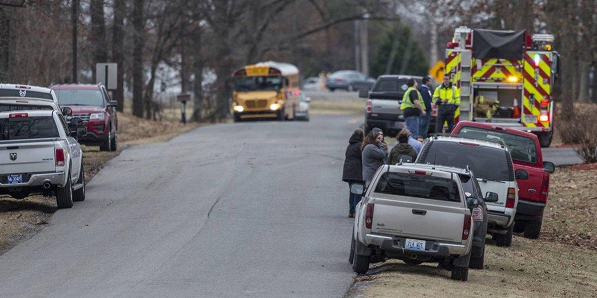 Dos muertos en tiroteo en escuela de Kentucky