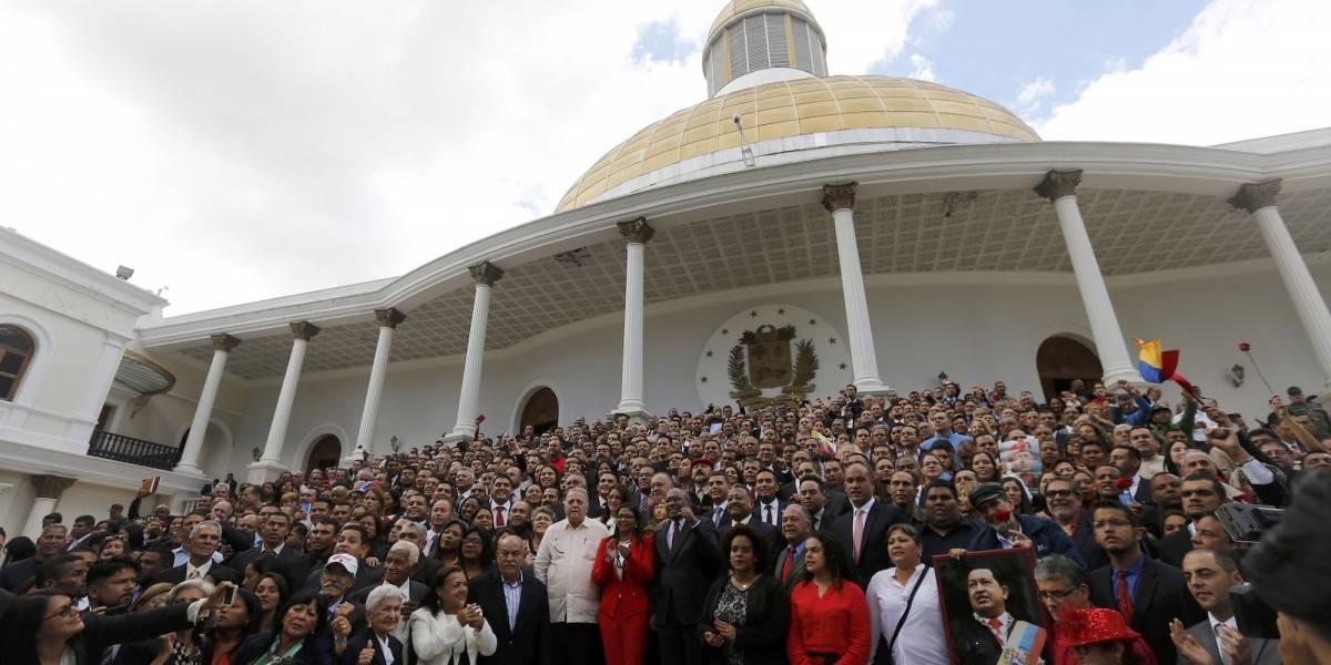 Asamblea venezolana ordena elecciones antes de que finalice abril