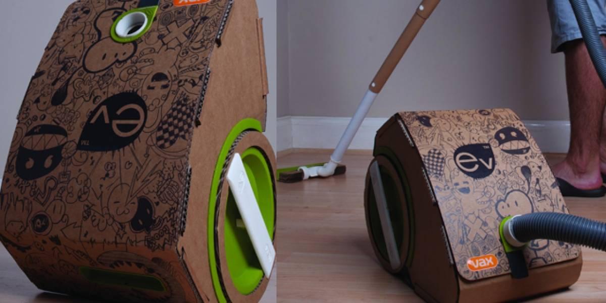 La aspiradora de cartón se arma con su propia caja