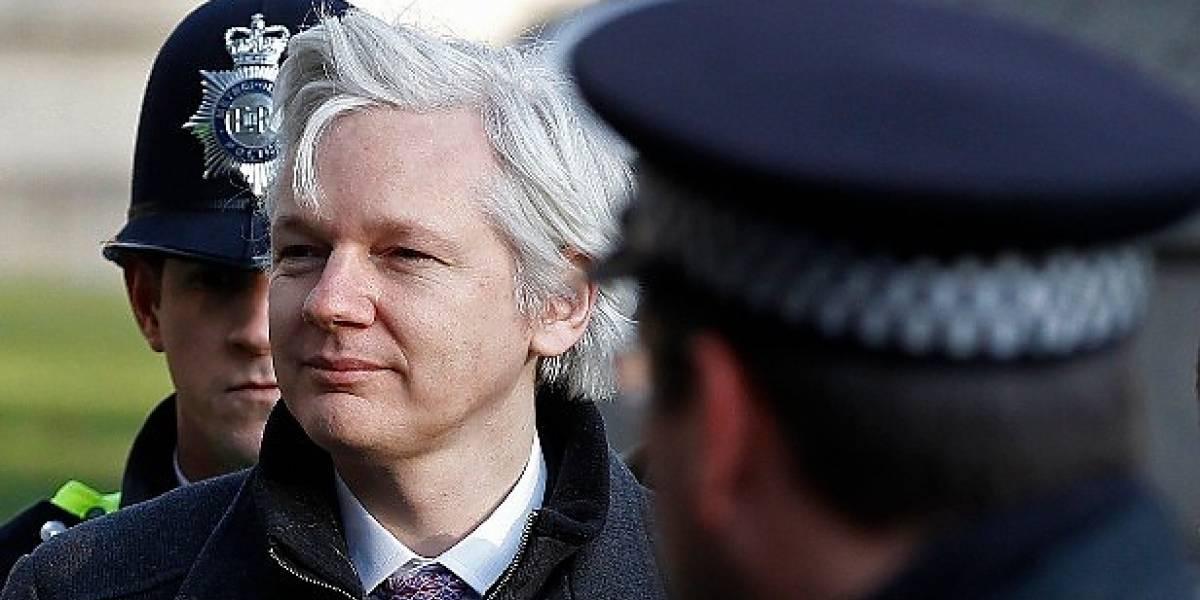 """Nada le viene bien: Ahora Julian Assange se queja de la cobertura """"negativa"""" que le dio la prensa"""