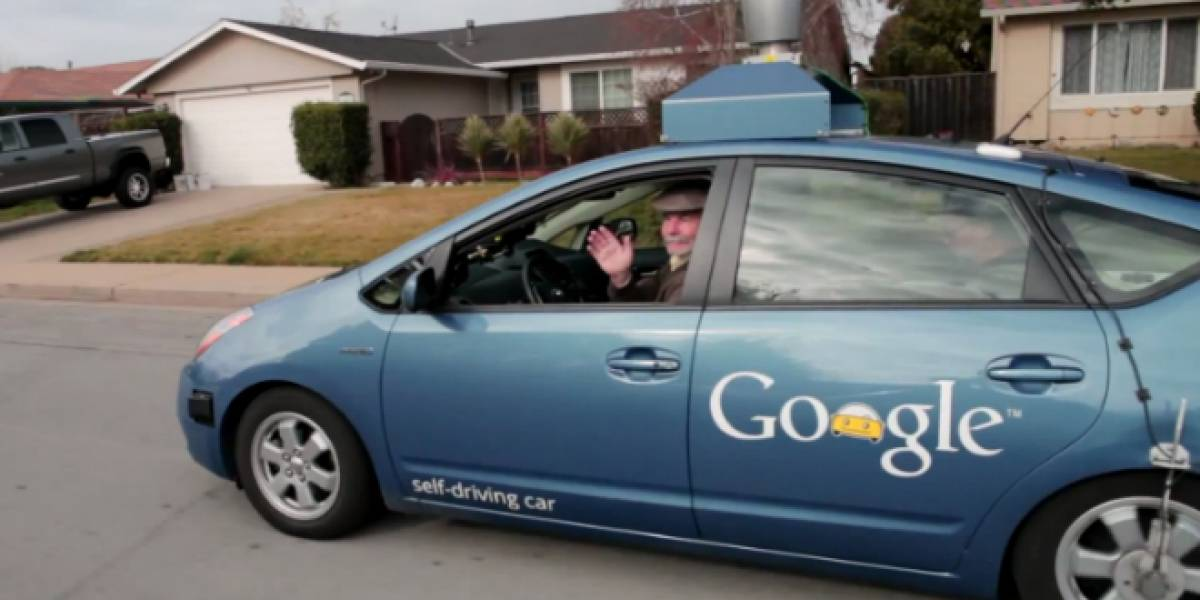 Video: Auto de Google que se maneja solo saca a pasear a su primer pasajero