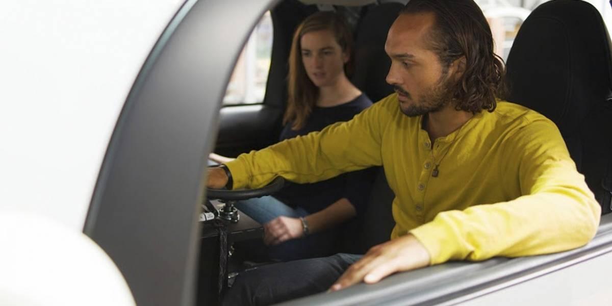 El automóvil que se maneja solo de Google ahora tiene volante