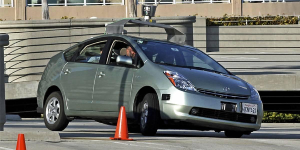 Google pretende vender los autos que se manejan solos en tres o cinco años más
