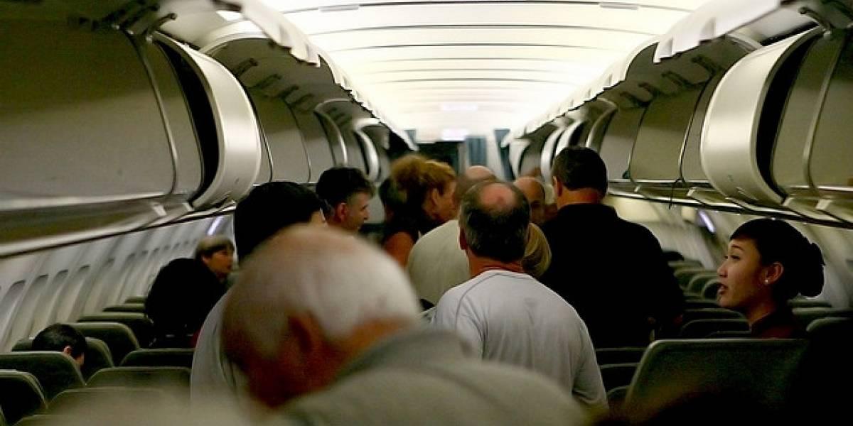 Astrofísico logra un método para reducir a la mitad el tiempo para abordar un avión