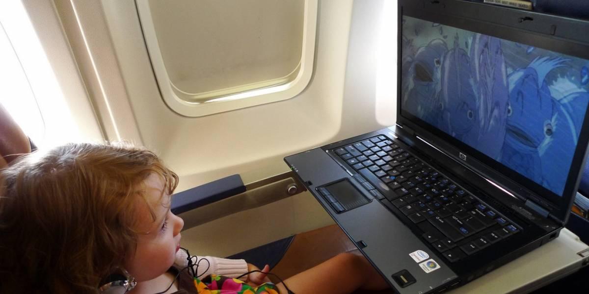 Estudio dice que muchos pasajeros nunca apagan sus gadgets en los vuelos