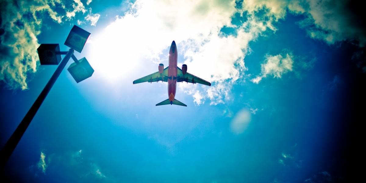EE.UU. estaría considerando permitir llamar desde celulares en aviones